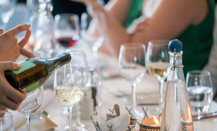 serveren wijn tafel